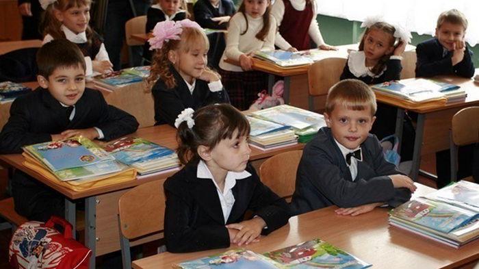 В Украине в этом году в школы пошли 400 тысяч первоклассников