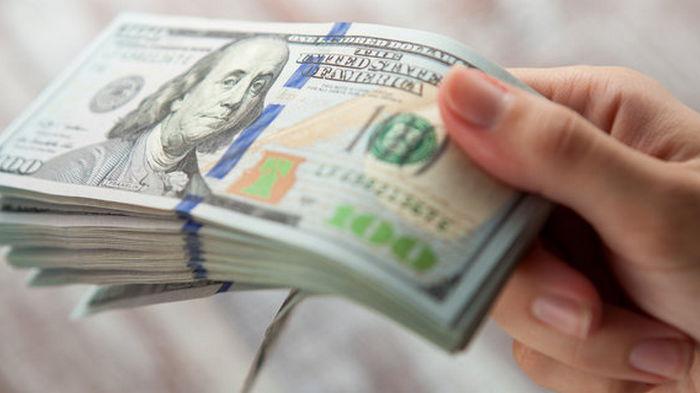 Украинцы начали скупать валюту: спрос растет