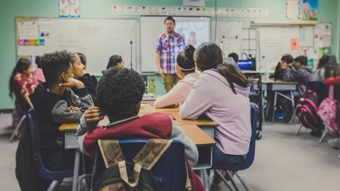 В школах Израиля вводят дополнительные ограничения
