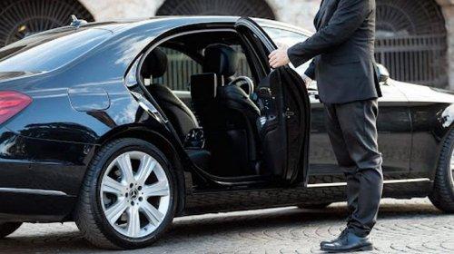 Особенности аренды авто с водителем