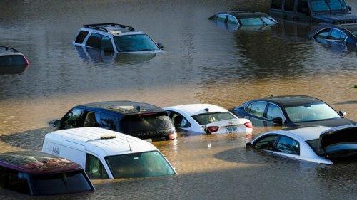 Украину могут наводнить утопленные автомобили из США
