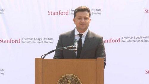 Зеленский в Стэнфорде сравнил себя с Джобсом: Когда-то в нас тоже никто не верил