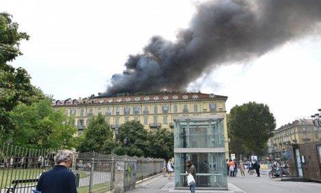 В центре Турина загорелось историческое здание: есть пострадавшие (видео)