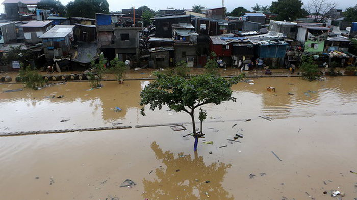 Филиппины накрыл тайфун (видео)