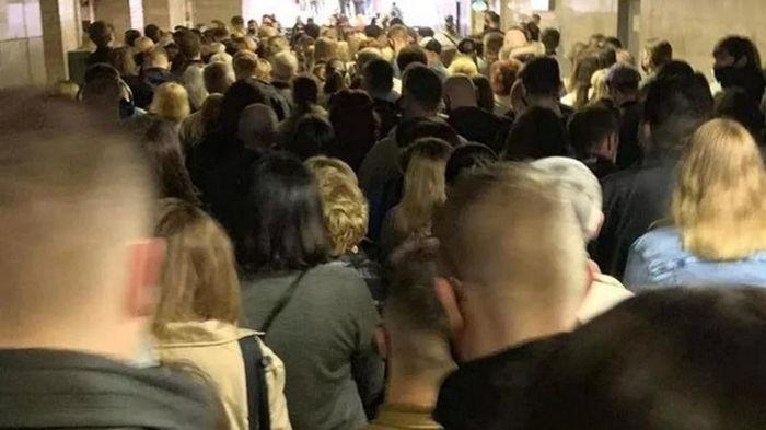 Коллапс в метро Киева: на станции Позняки огромная очередь