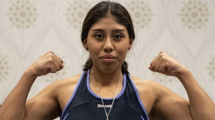 После поражения тяжелым нокаутом. В Канаде скончалась 18-летняя мексиканская боксерша — видео