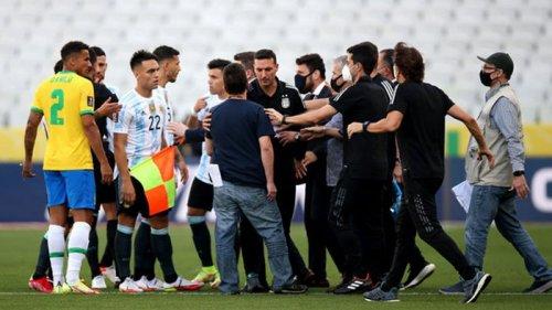 Сборная Аргентины ушла с поля в матче против Бразилии