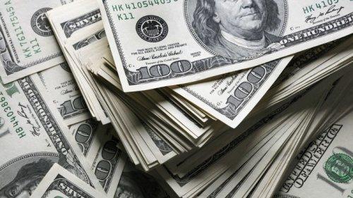 Нацбанк спасает доллар от обвала