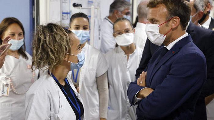 Во Франции уволили 3000 медработников за отказ вакцинироваться от коронавируса