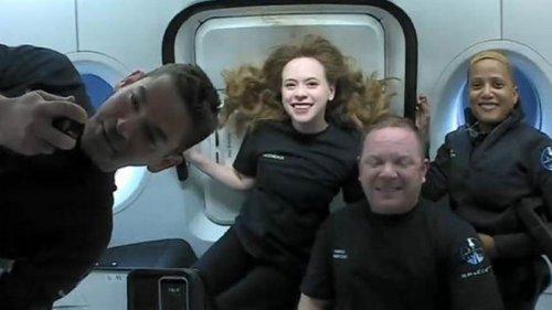 Маск рассказал, как прошел первый туристический полет в космос (фото)