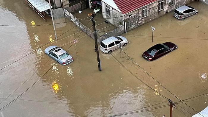 В Грузии ливень затопил улицы в курортном городе (фото)