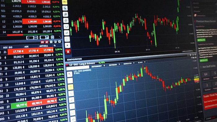 Итоги торгов на межбанке: доллар и евро незначительно подешевели