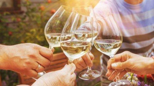 С чем пить игристое вино: советы экспертов