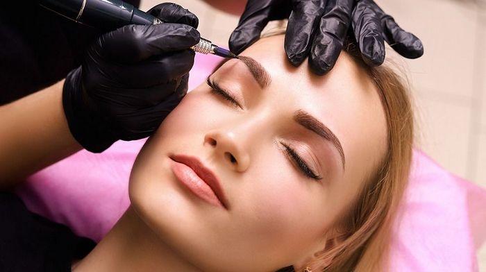 Мастер перманентного макияжа: каким стать и стоит ли этому обучаться?