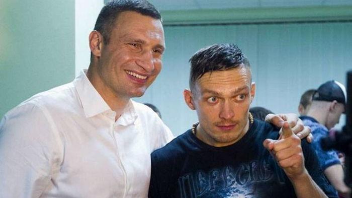 Усик получил от Кличко символический пояс WBC