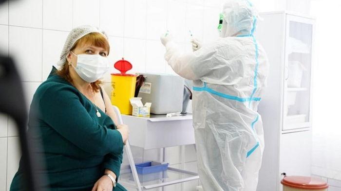 В Украине вакцинированы более 80% персонала школ