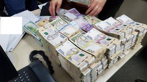 НБУ насчитал на руках у населения до $35 млрд