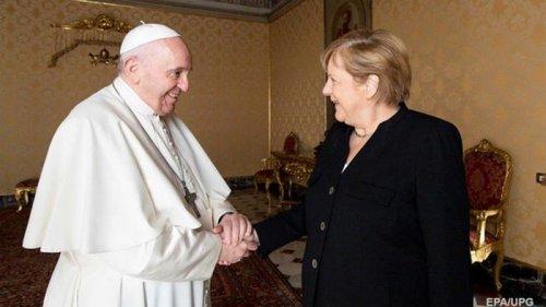 Папа Римский принял Меркель в Ватикане