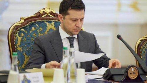 Зеленский уволил пять послов