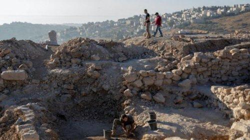 В Израиле раскопали 1500-летнюю винодельню. Она была крупнейшей в мире...