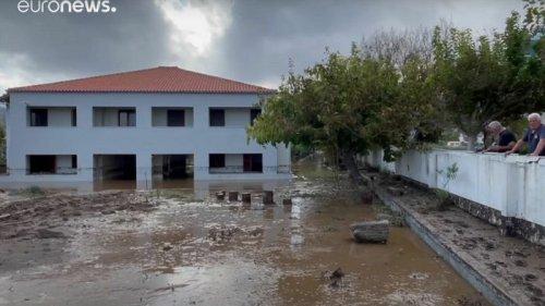 Грецию затопило после мощных ливней (видео)