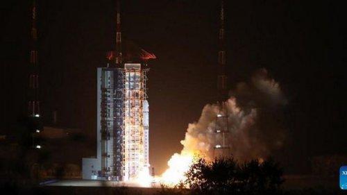Китай успешно запустил свой первый спутник для исследования солнечной ...
