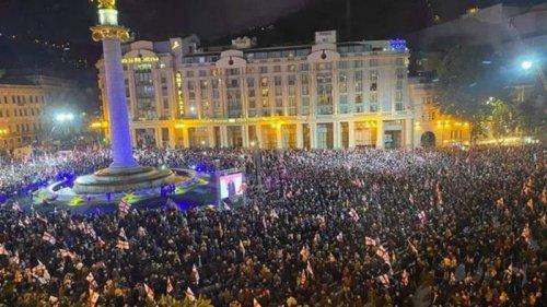 В Тбилиси проходит масштабная акция с требованием освободить Саакашвил...