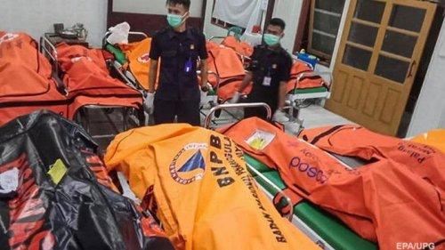В Индонезии утонули 11 школьников (фото)