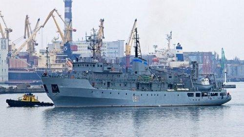 Потерпевшее бедствие в Черном море украинское судно буксируют в Одессу