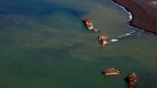 В Японии вулкан поднял на берег корабли-призраки (видео)