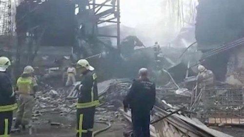 При взрыве на заводе в России погибла вся смена (видео)