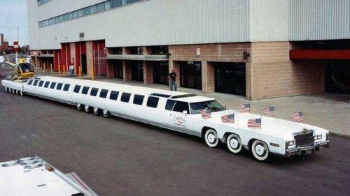 Обнаружено самое длинное авто в мире: лимузин оснащен бассейном и вертолетной площадкой (видео)