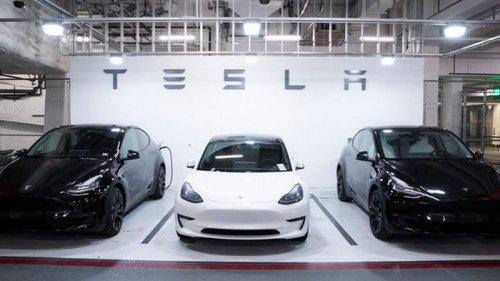 Tesla Model 3 стала лидером по продажам в Европе, обогнав Renault Clio...