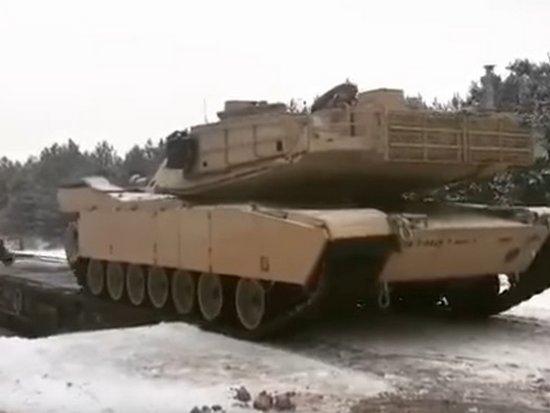 НАТО доставило танки в Польшу для сдерживания РФ (видео)